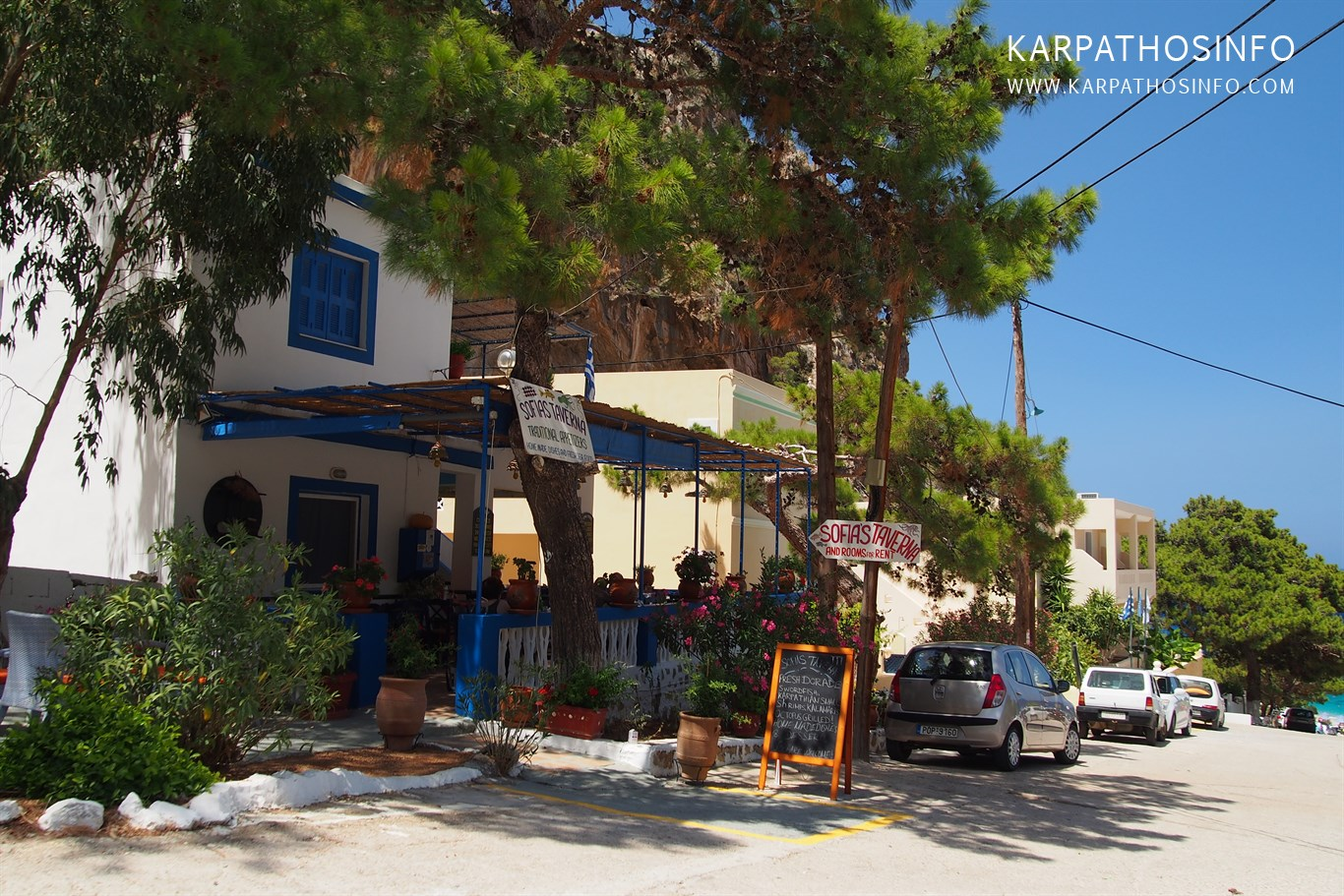 Apartments and taverns in Kyra Panagia